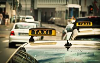 taxi's in een grote stad